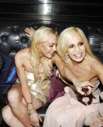"""""""Koleginice"""": Lindsay u društvu Donetelle Versace"""