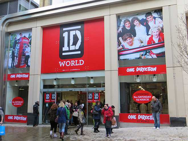 one-direction-world-store-leeds-01