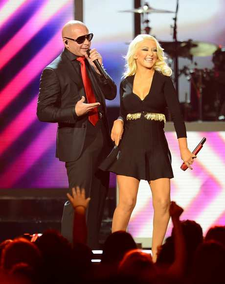 Christina_Aguilera_-_Performing_at_the_2013_Billboard_Music_Awards_19-05-2013_001