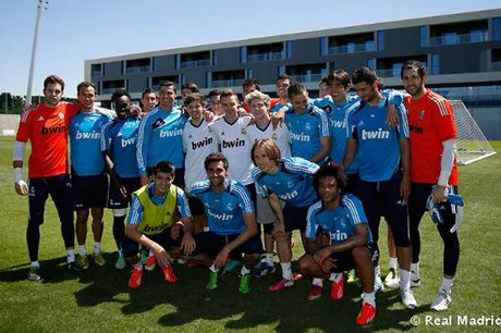 One-Direction-with-Real-Madrid-1906787