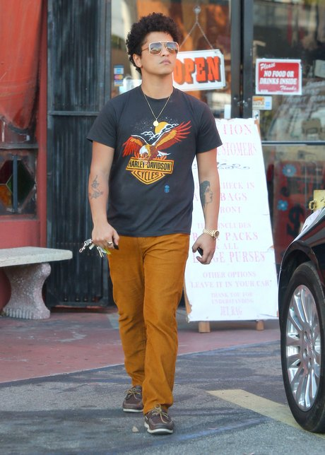 Exclusive... Bruno Mars Out Shopping At Jet Rag