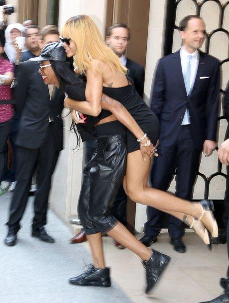Rihanna Gets A Lift From A Friend