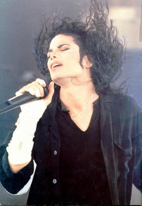 MJ-Give-in-to-me-michael-jackson-11831414-800-1159