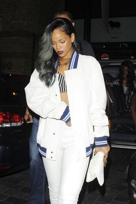 101220PCN_Rihanna11