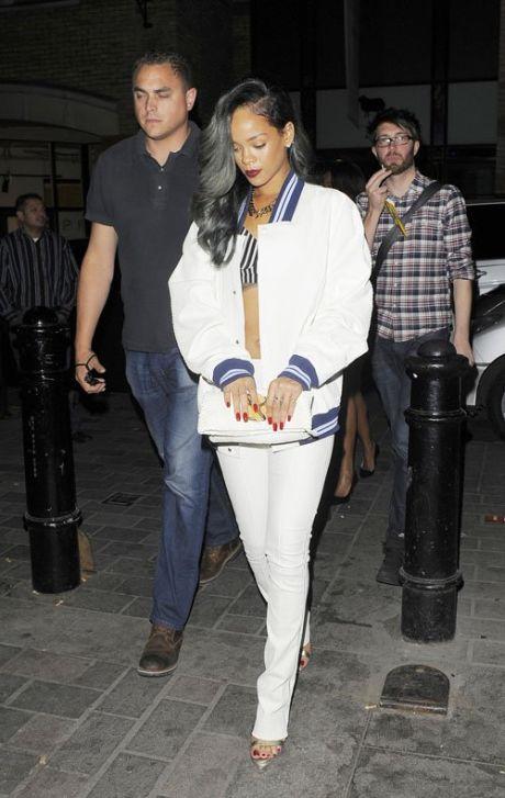 101220PCN_Rihanna15