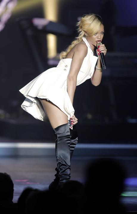 59081_Rihanna6_123_450lo