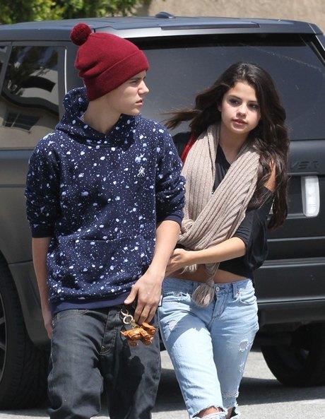 Justin Bieber & Selena Gomez Split!! **FILE PHOTOS**