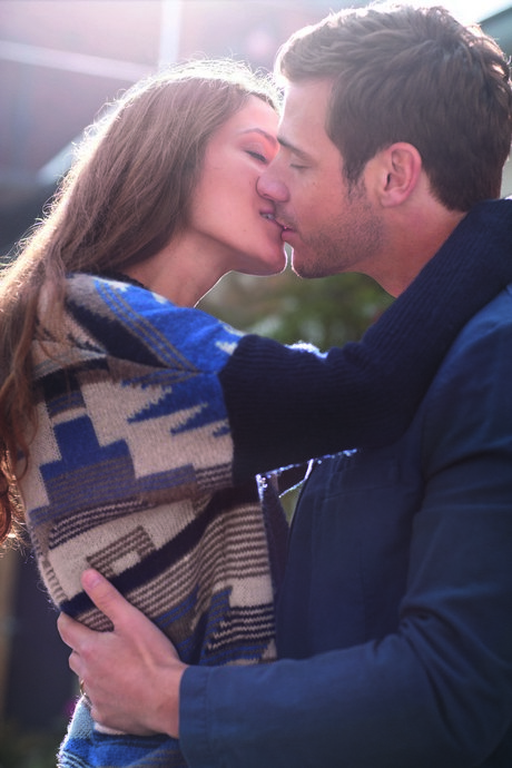 LAB_NLC_Couple_kissing_Outdoor_BV_ATL