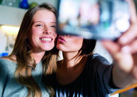 LAB_NLC_Girls_and_fotocamera_BTL