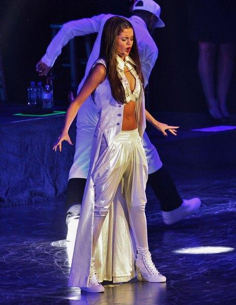 Selena Gomez Performs In Vancouver