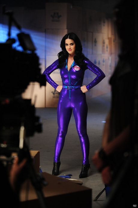 Katy_Perry_-_Katy_And_The_Popcats_-_Behind_The_Scenes_004