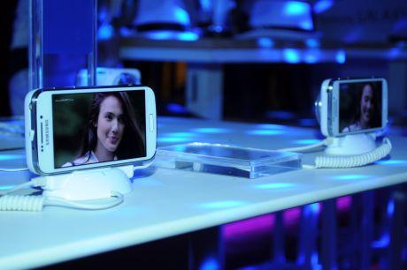 Samsung i Vip zurka_Predstavljen Samsung GALAXY S4 Zoom 03