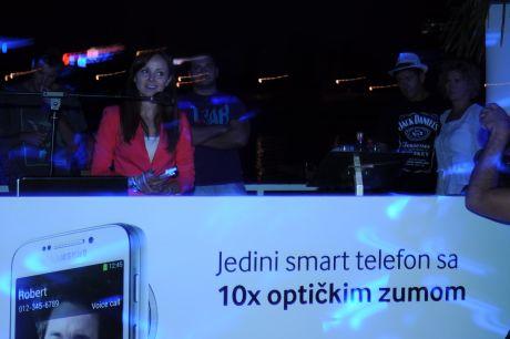 Samsung i Vip zurka_Predstavljen Samsung GALAXY S4 Zoom04