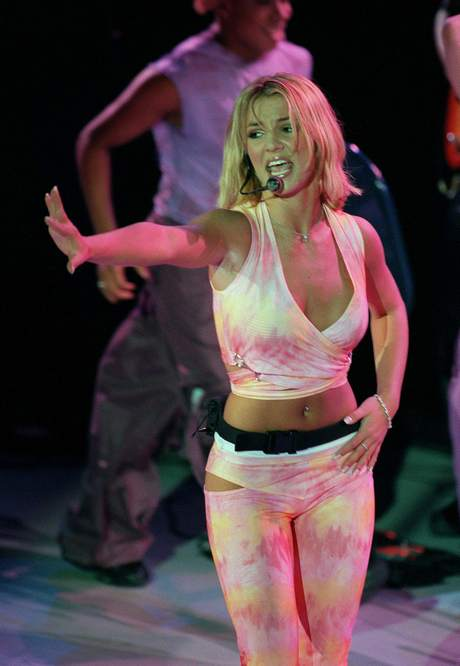 """BRITNEY SPEARS WAS PROMOTING HER NEW ALBUM""""OOPS!...I DID IT AGAIN"""" IN PARIS THIS"""