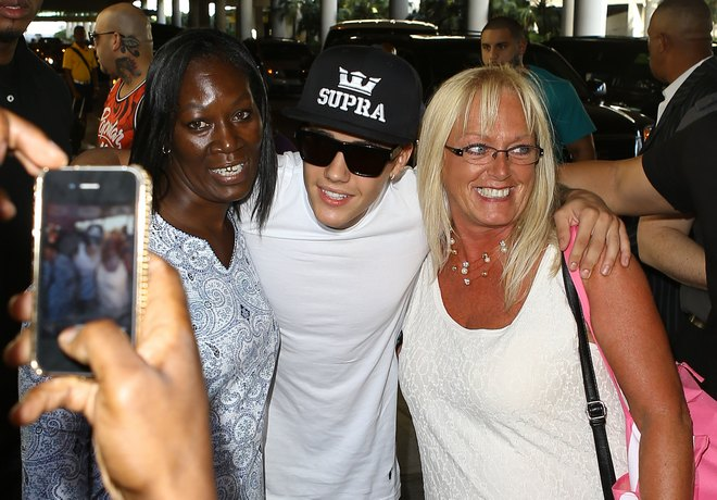 Exclusive... Justin Bieber's Luggage Gets Searched By The Police In Florida