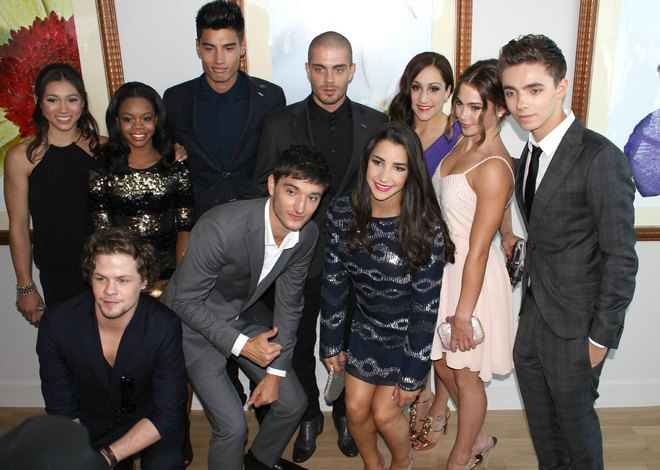 Semi-Exclusive... The Fab Five Girls Meet The Wanted