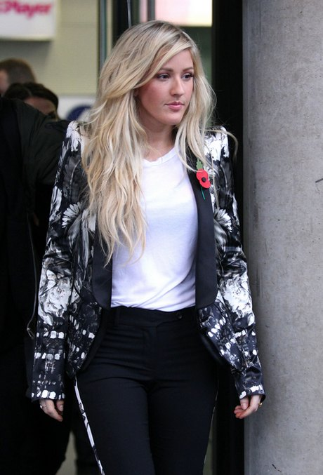 Ellie Goulding Gets Caught In The Rain