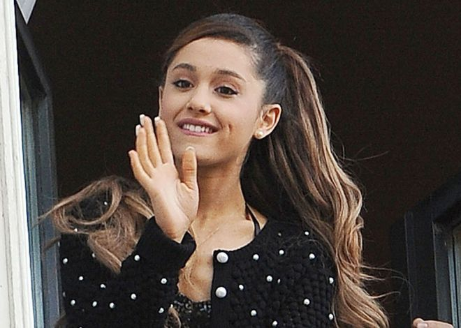 Ariana Grande Blows Kisses To Fans From The Window Of The Amstel Hotel