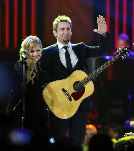 Avril lavigne & Chad Kroeger Perform Live In Vancouver