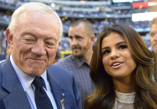 Selena Gomez, Jerry Jones