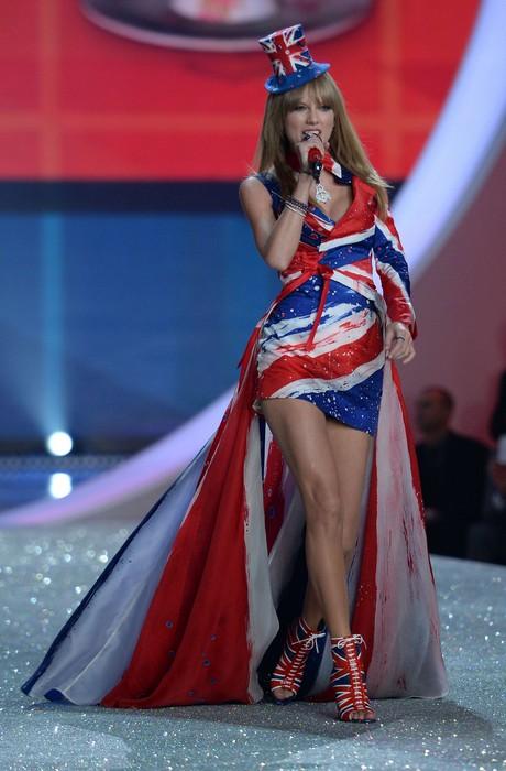 NY: Taylor Swift Performs At The 2013 Victoria's Secret Fashion Show